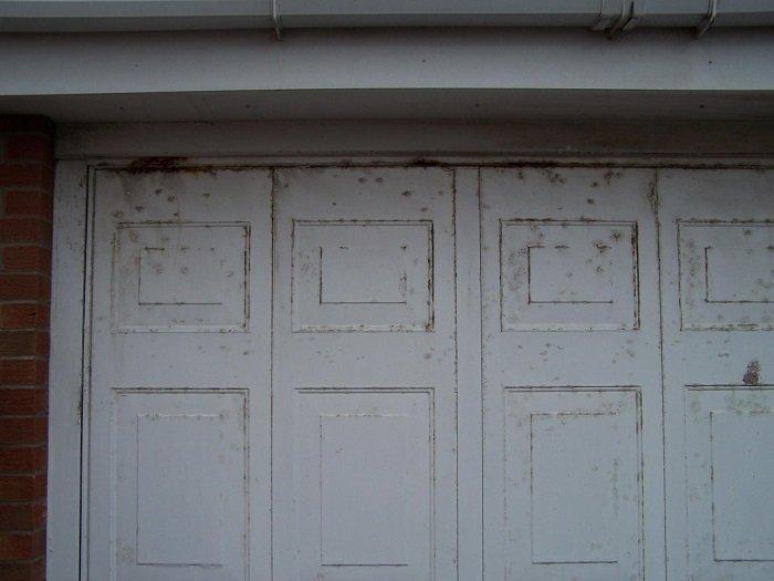 Blackpool Steel garage door before upgrade – close up